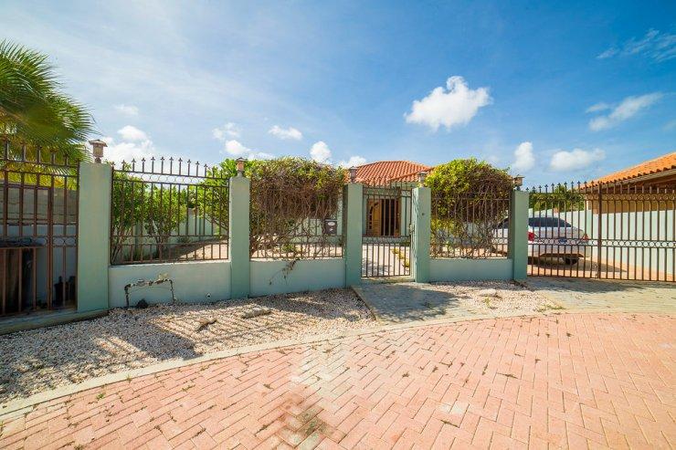 aruba-family-home-rent-4